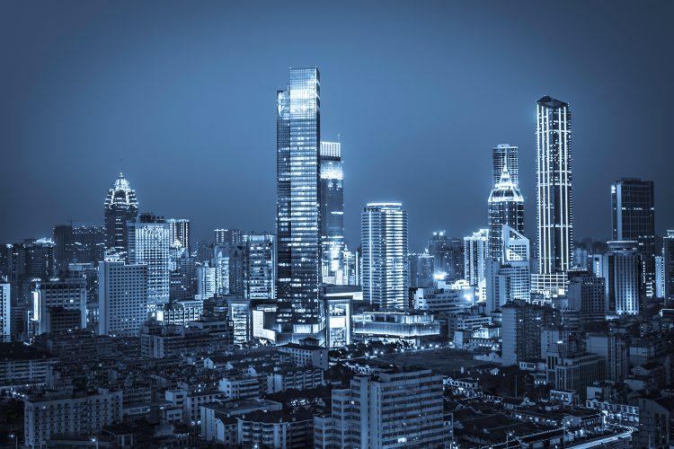 ciudad de noche, edificios, energía, sostenibilidad