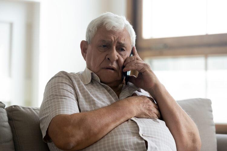 un hombre de avanzada edad es víctima de extorsión telefónica